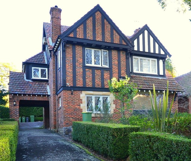 1069px-1old_english_style_house_killara-1