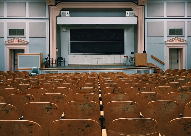 classroom-2093746_640
